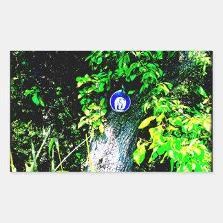 Oso en árbol rectangular altavoz