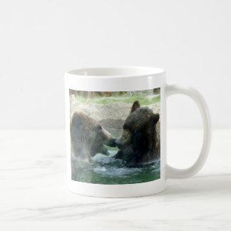 oso en arte del lápiz del agua tazas de café
