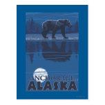 Oso en claro de luna - Anchorage, Alaska Tarjetas Postales
