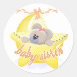 Oso en la hermana Tshirs del bebé de la estrella y Etiqueta Redonda