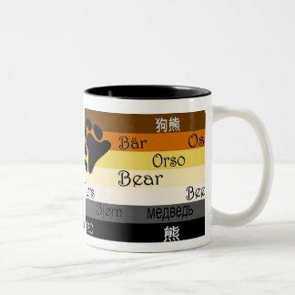 Oso en muchas idiomas taza de café de dos colores