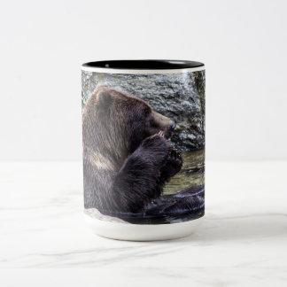 Oso grizzly hermoso de Brown Taza Dos Tonos