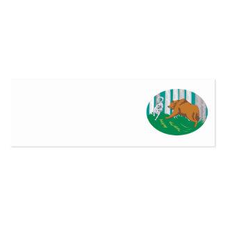 Oso grizzly que lucha del lobo del perro salvaje tarjetas de visita