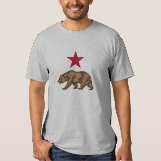 Oso grizzly y estrella de la república de remera