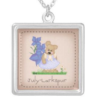 Oso julio Larkspur Birthflower de Pettibone Colgante Cuadrado