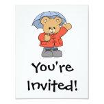 Oso lindo del día lluvioso invitaciones personales