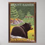 Oso negro en el bosque - el Monte Rainier, Washing Póster