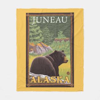 Oso negro en el bosque - Juneau, Alaska Manta Polar