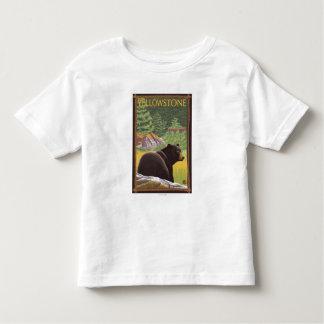 Oso negro en el bosque - parque nacional de playera de bebé