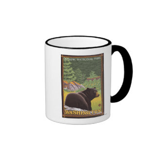 Oso negro en el bosque - parque nacional olímpico taza de café