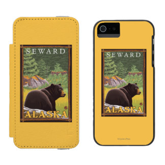 Oso negro en el bosque - Seward, Alaska Funda Billetera Para iPhone 5 Watson