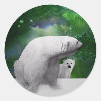 Oso polar, cachorro y aurora de la aurora boreal etiquetas redondas