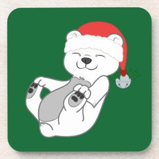Oso polar del navidad con el gorra y Jingle Bell Posavasos De Bebida