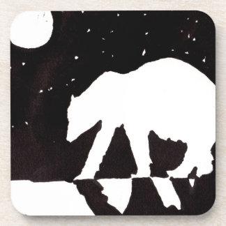 Oso polar en la noche en el Océano ártico Posavasos De Bebidas