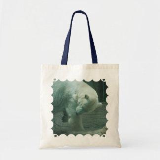 Oso polar que pica bolsas