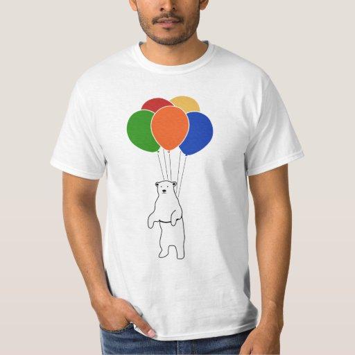Oso polar que vuela con los globos del cumpleaños playera