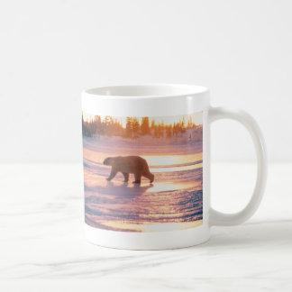 Oso polar solitario taza