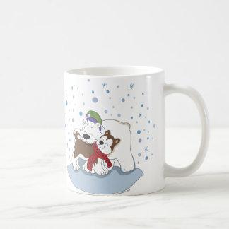 Oso polar y taza fornida de los amigos