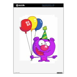 Oso púrpura que lleva sosteniendo los globos del calcomanía para el iPad 2