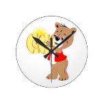 oso que toca los platillos shirt.png rojo reloj