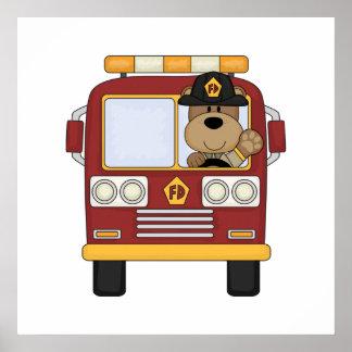 Oso rojo del coche de bomberos póster
