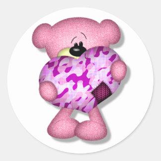 oso rosado del corazón del camo pegatina redonda