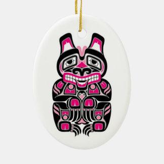 Oso rosado y negro del alcohol del Haida Adornos De Navidad