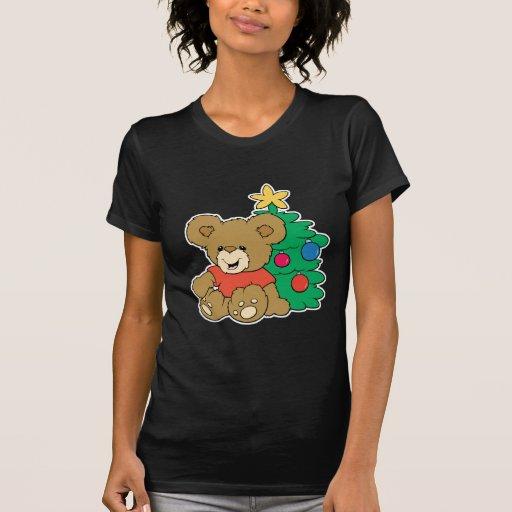 Oso y árbol de navidad lindos camisetas
