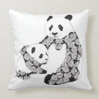 Oso y bebé de panda con el modelo del tatuaje de cojin