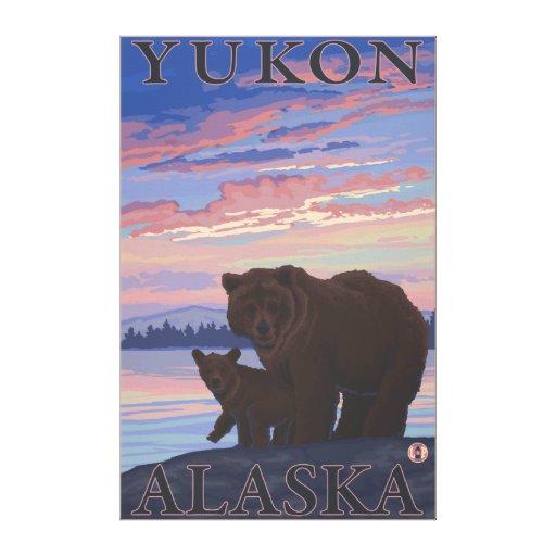 Oso y Cub - el Yukón, Alaska Lona Estirada Galerías