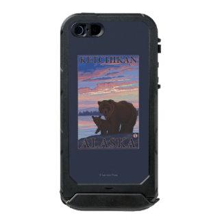 Oso y Cub - Ketchikan, Alaska Carcasa De Iphone 5 Incipio Atlas Id