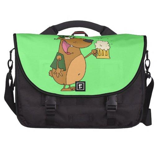 Oso y taza de cerveza bolsas de ordenador