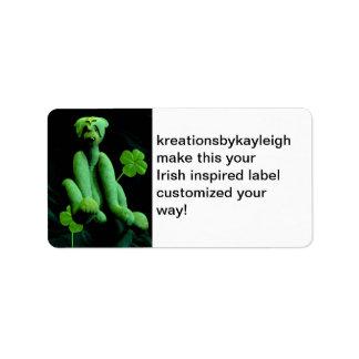 Oso y tréboles verdes etiqueta de dirección