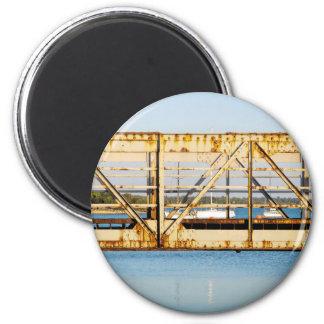 Osor bridge magnet