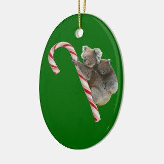 Osos de koala australianos del bastón de caramelo adorno navideño ovalado de cerámica