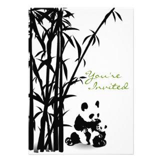 Osos de panda e invitación de bambú de la fiesta d