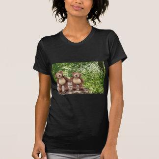 Osos de peluche en la camiseta del chica