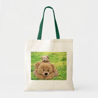 Osos de peluche lindos en un prado bolsa