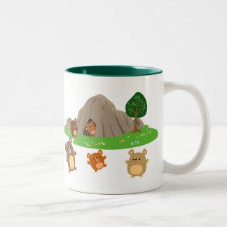 Osos lindos del dibujo animado en una taza de la c