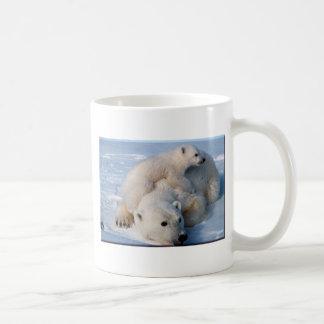 Osos polares de la madre y del bebé taza