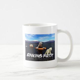 Osos polares - hundiéndose rápidamente taza de café