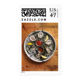Ostras crudas dispuestas sello
