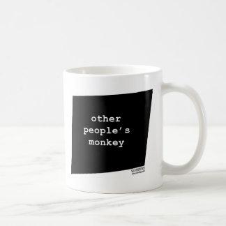 otherpeoplesmonkey.jpg taza básica blanca