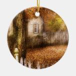 Otoño - casa - valla de estacas blanca adorno de navidad