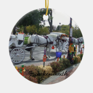 Otoño del carro del caballo blanco de Frankenmuth  Adorno De Reyes
