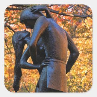 Otoño del Central Park: Estatua 01 de Romeo y de Pegatina Cuadrada
