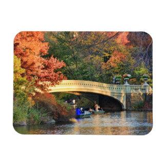 Otoño en Central Park Navegantes por el puente 0 Iman Rectangular