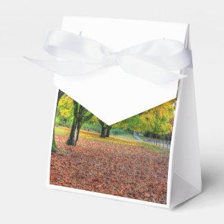 Otoño en el parque caja para regalo de boda