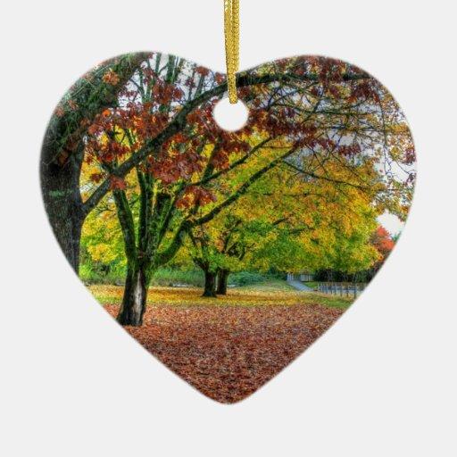 Otoño en el parque adorno de cerámica en forma de corazón