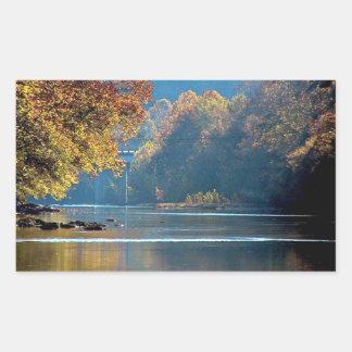Otoño en el río del remache rectangular altavoz